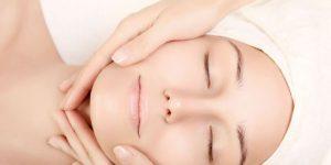 Read more about the article Hướng dẫn massage mặt bằng dầu dừa