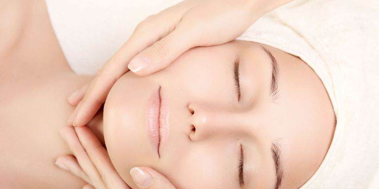 massage da mặt với dầu dừa